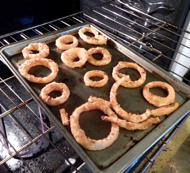 I recommend only baking enough Alexia onion rings for each person to have 2-3 rings (unless you're also having onion rings as a side dish). This way, you don't have to reheat them later. They are amazing when fresh!