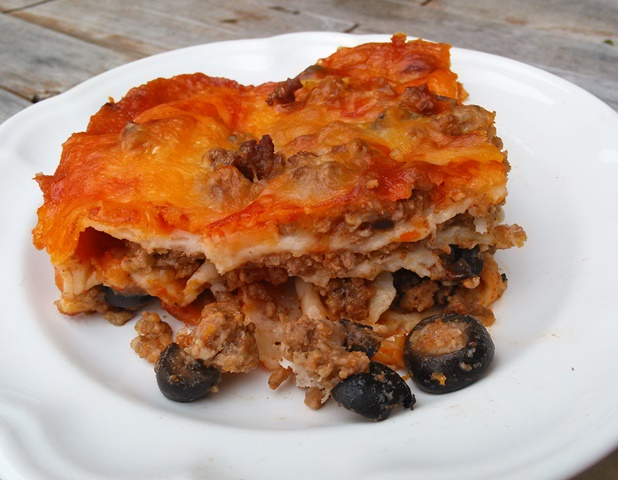 This beef and olive red enchilada casserole is amazingly delicious!